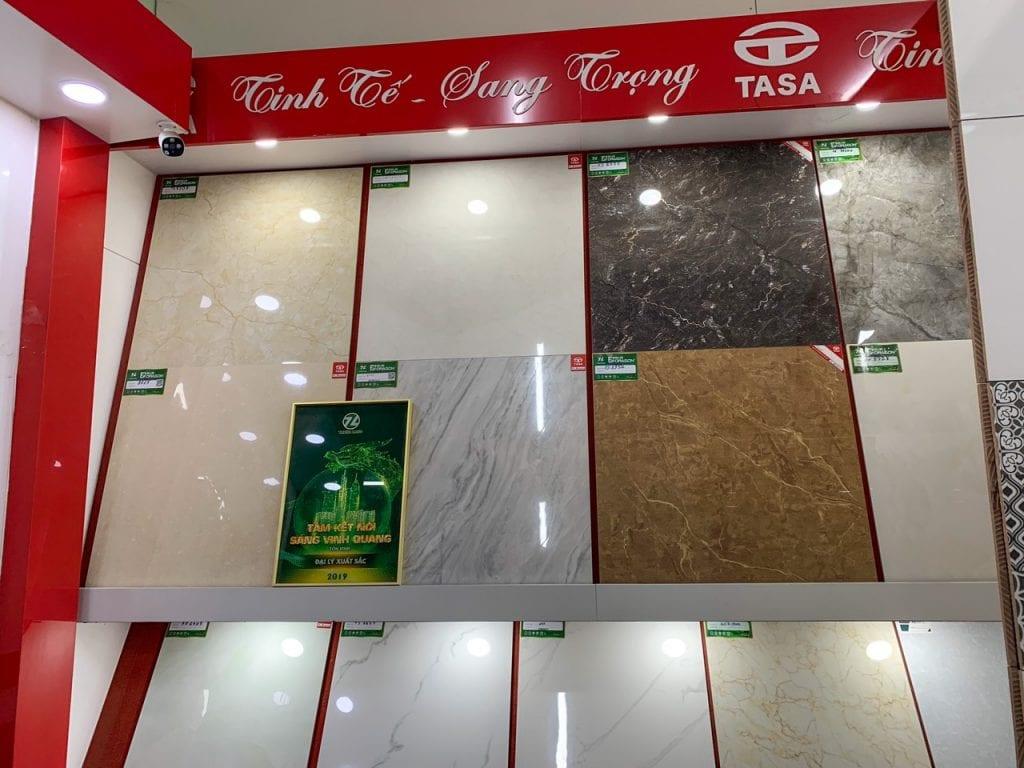 Gạch lát sân cửa hàng Hoà Phát